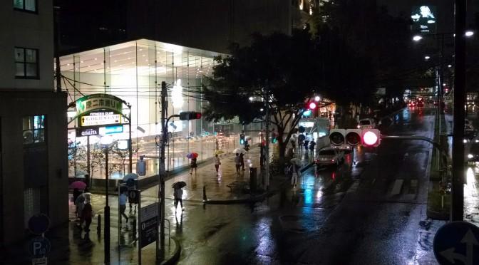オープン前のApple Store, Omotesandoを野次馬する[写真]